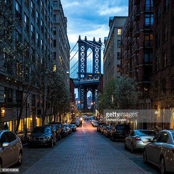 manhattan bridge as seen from dumbo in brooklyn new york - dumbo imagens e fotografias de stock