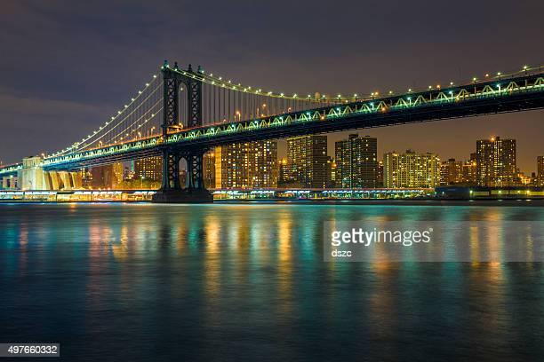 Manhattan bridge, east river, lower manhattan skyline, New York City
