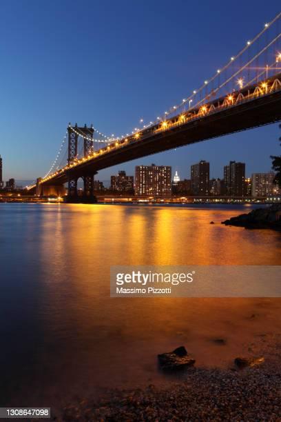 manhattan bridge in new york - massimo pizzotti foto e immagini stock