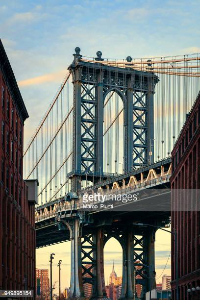 manhattan bridge, nyc - dumbo famous view - dumbo imagens e fotografias de stock