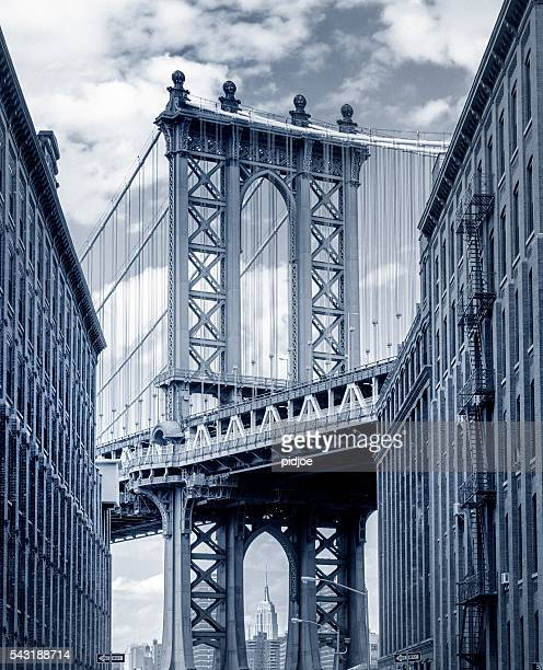 ponte de manhattan visto de brooklyn backstreet - dumbo imagens e fotografias de stock