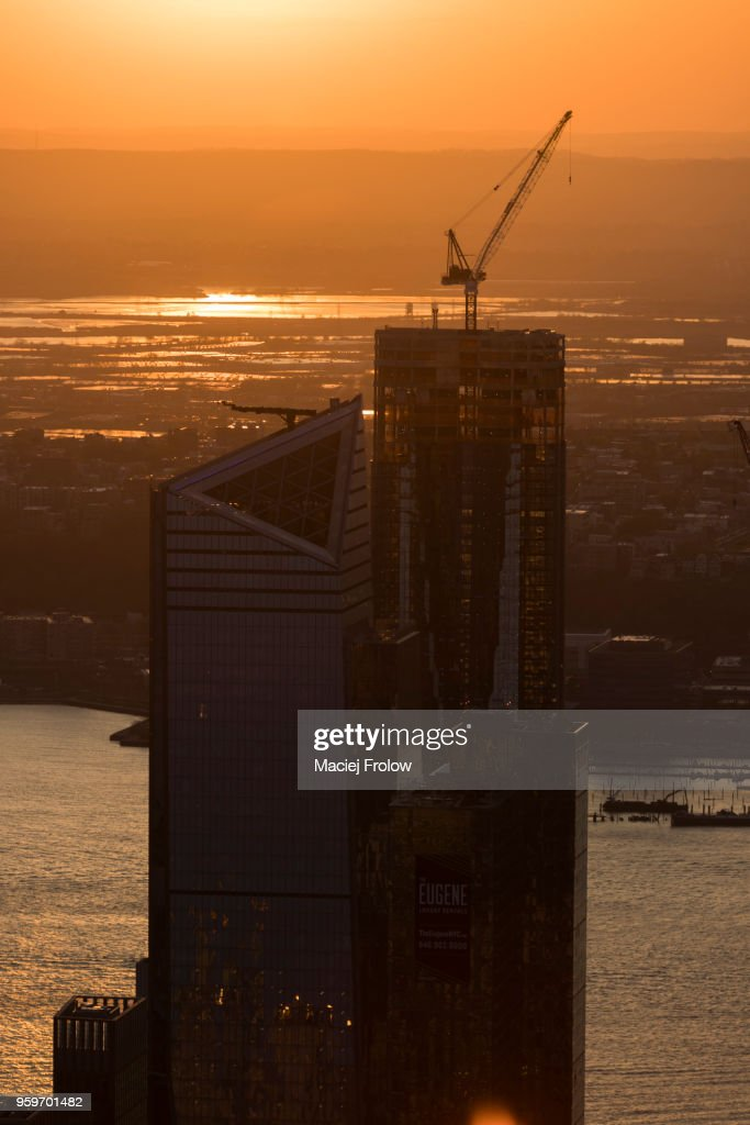 Manhattan buildings at sunset, view of the Hudson Yards construction site. : Stock-Foto