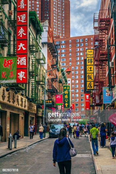 manhattan chinatown street - chinatown stock pictures, royalty-free photos & images