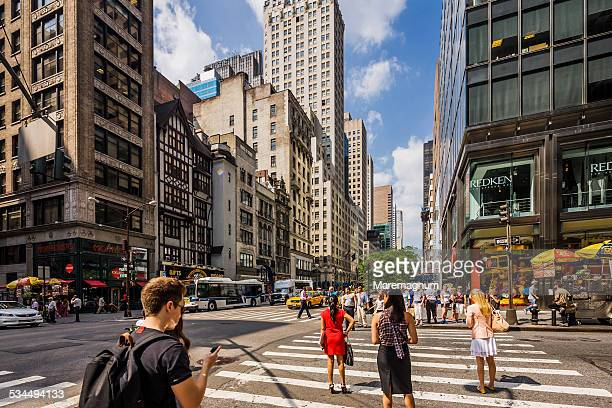 manhattan, fifth avenue - 五番街 ストックフォトと画像