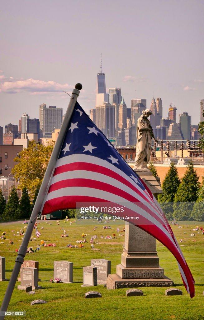 Manhattan from Greenwood Cemetery, Brooklyn, New York, USA : Foto de stock