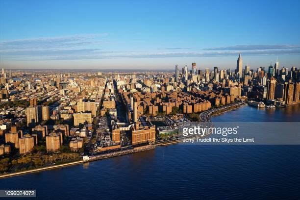 manhattan from the east river - lower east side manhattan stock pictures, royalty-free photos & images