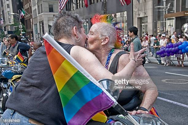 Manhattan Gay Parade 2 lesbians kiss