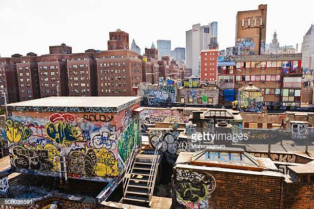 Manhattan, graffiti on the Chinatown roofs
