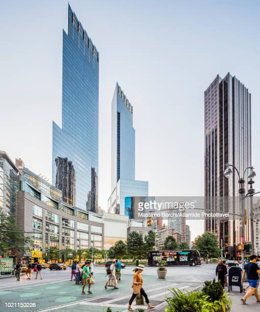 manhattan, midtown manhattan, view of columbus circle - タイムワーナーセンター ストックフォトと画像