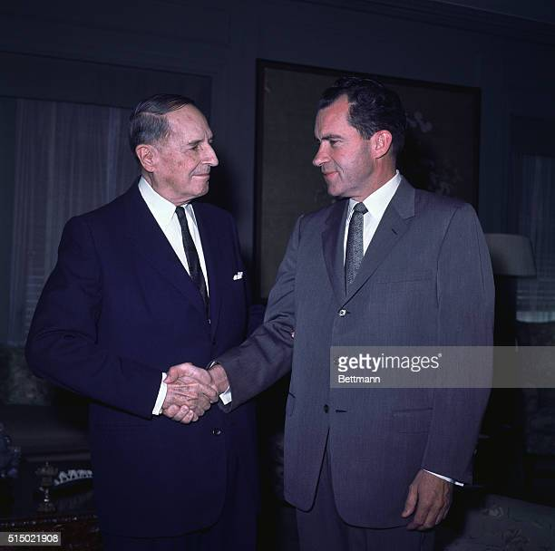 Manhattan New York New York Gen Douglas MacArthur shakes hands of former vice president Richard M Nixon at the Waldorf Towers Nixon who arrived here...