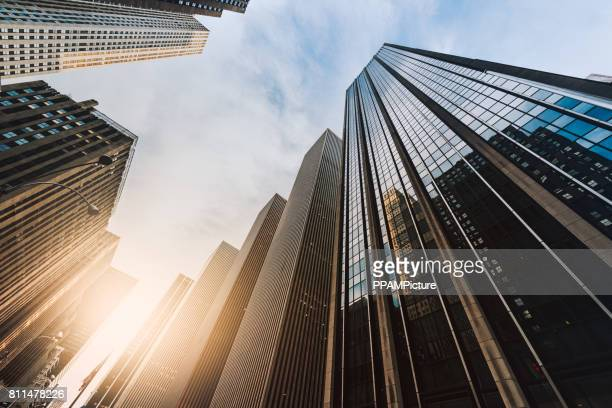 manhattan office building from below - skyscraper imagens e fotografias de stock