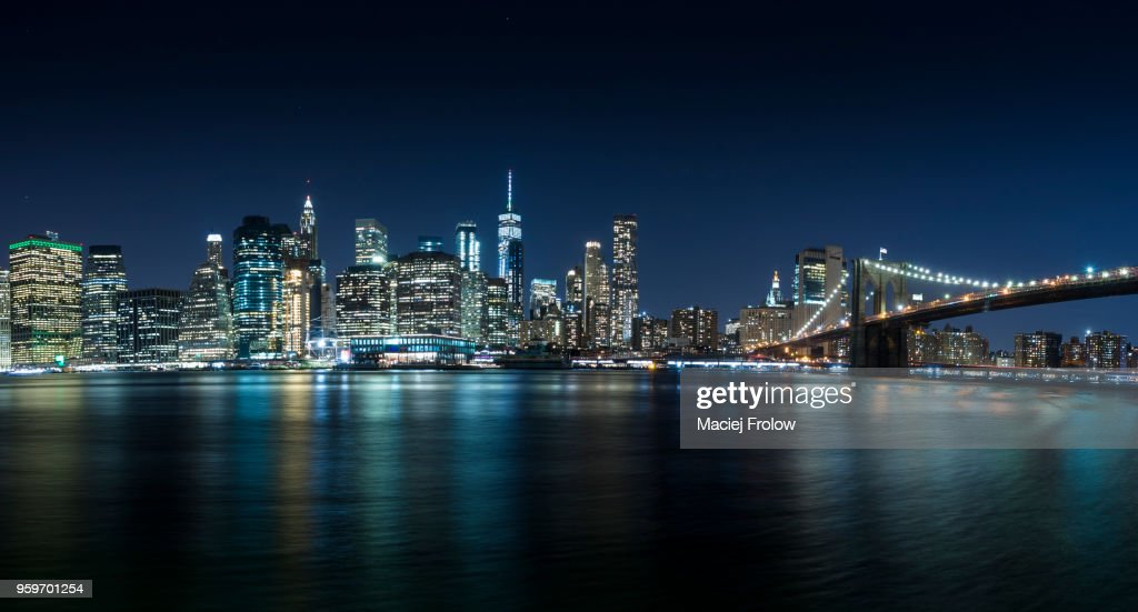Manhattan panorama by night view from Brooklyn Bridge Park : Stock Photo