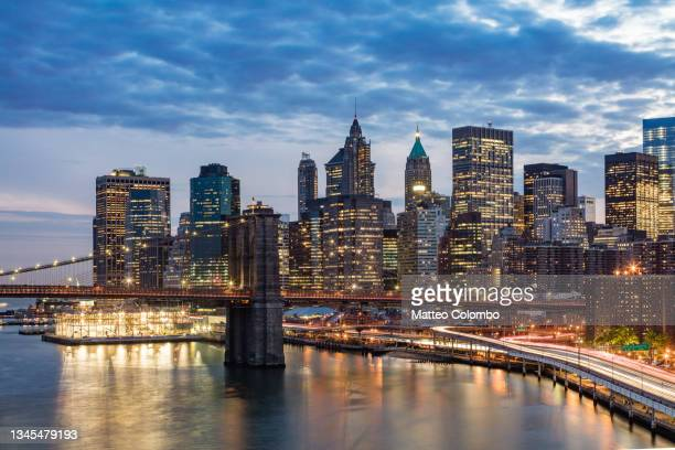 manhattan skyline at night, new york city - brooklyn new york stock pictures, royalty-free photos & images