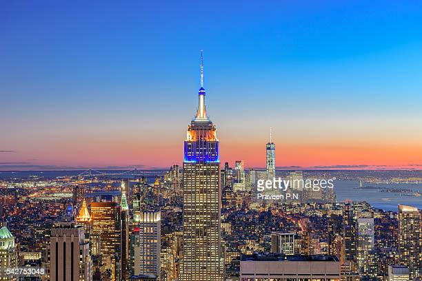 manhattan skyline at sunset - rockefeller centre stock pictures, royalty-free photos & images
