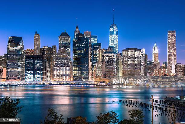 manhattan skyline by night, new york - reise stock pictures, royalty-free photos & images