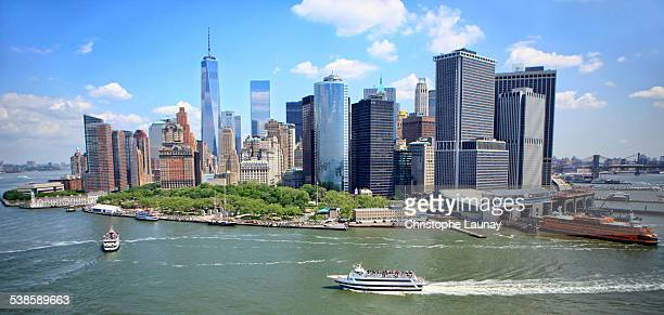 manhattan skyline in new york city, new york, united states of america. - fähre stock-fotos und bilder