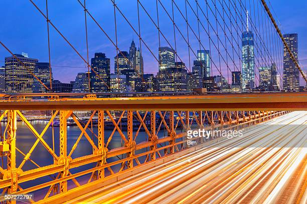 Les toits de Manhattan, feu sur le pont de Brooklyn, New York
