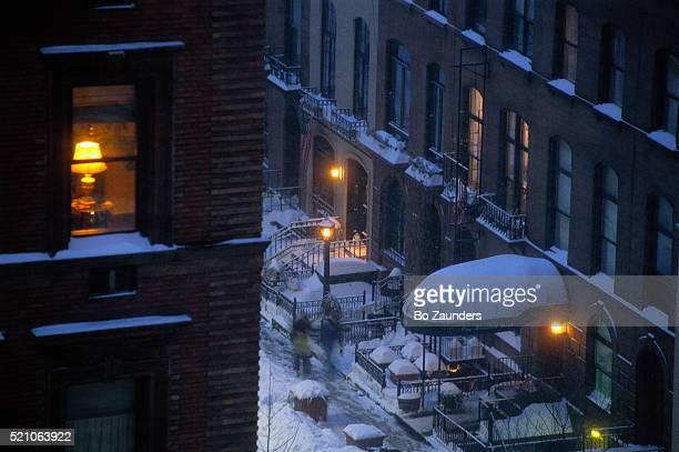 manhattan street blanketed with snow - パークアベニュー ストックフォトと画像