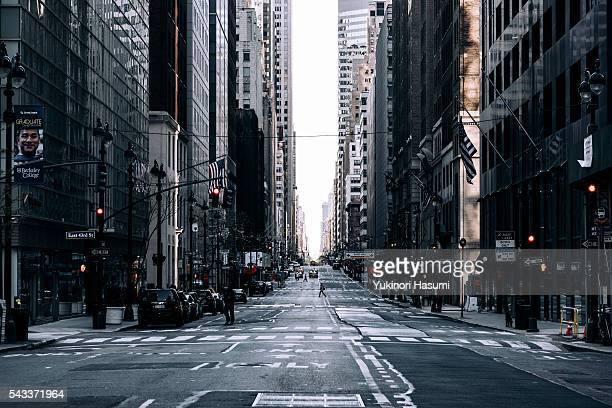 manhattan street - avenue stock pictures, royalty-free photos & images