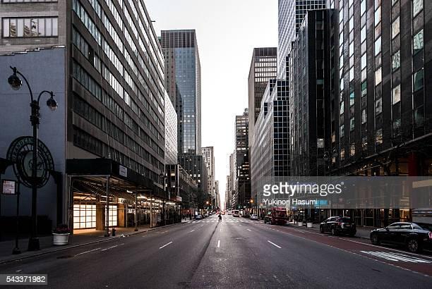 manhattan street - calle principal calle fotografías e imágenes de stock