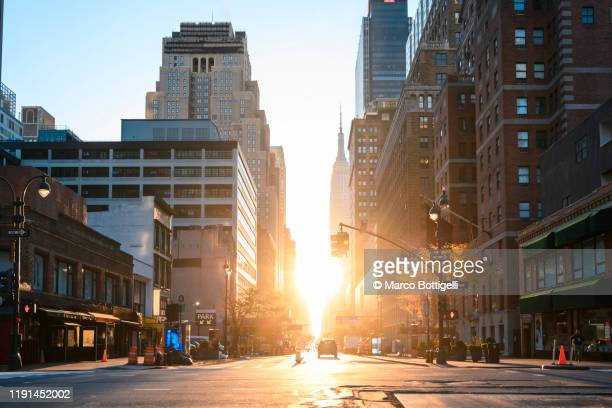 manhattan streets at sunrise, new york city - sunrise dawn stock pictures, royalty-free photos & images