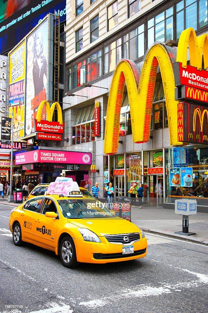 Manhattan, Times square, a taxi : Foto de stock