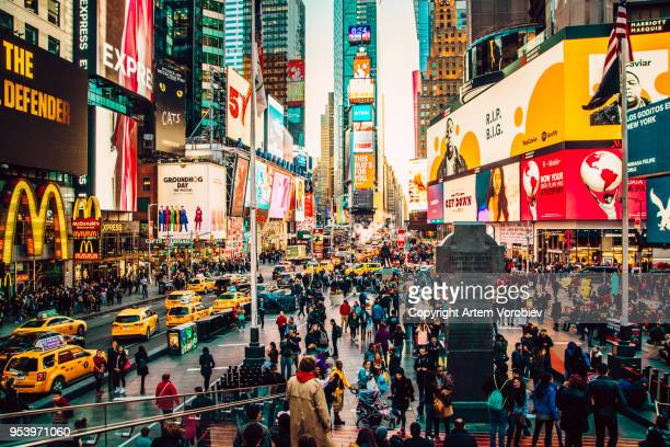 manhattan times square at night - times square manhattan stock pictures, royalty-free photos & images