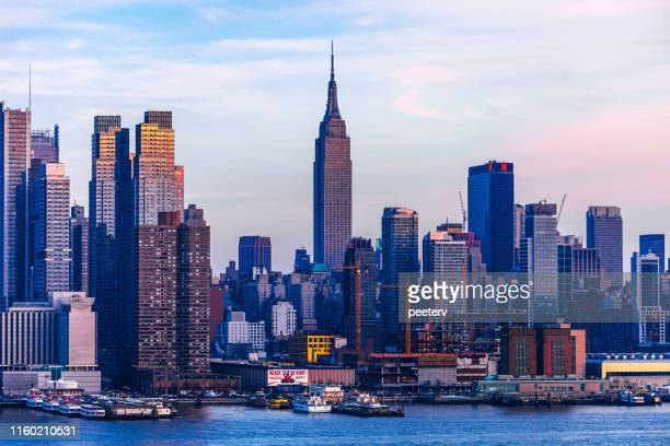 manhattan view, new york city - manhattan new york city stock pictures, royalty-free photos & images
