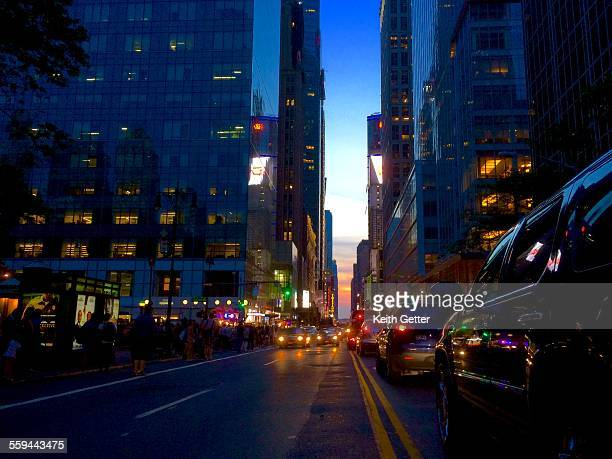 manhattanhenge - golden hour stock pictures, royalty-free photos & images
