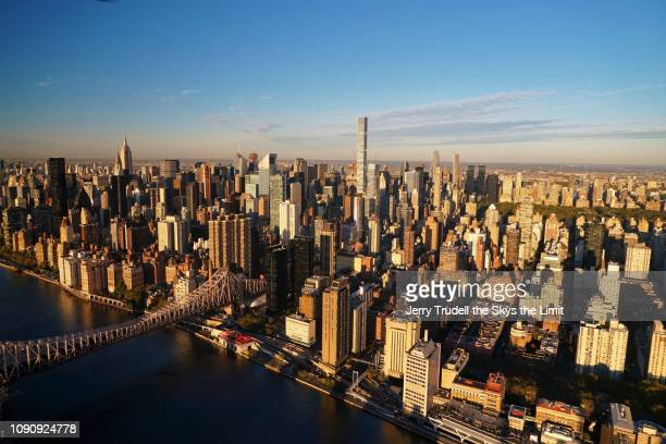 manhattans east side - new york city museum of modern art stock-fotos und bilder