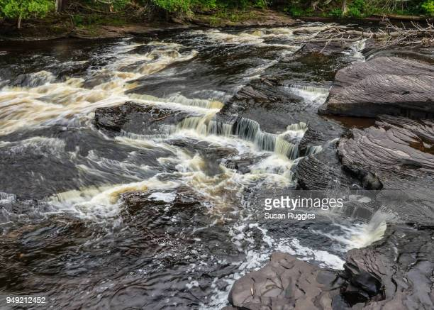 manido falls, presque isle river, porcupine mountains wilderness state park - ポーキュパイン山脈ウィルダネス州立公園 ストックフォトと画像