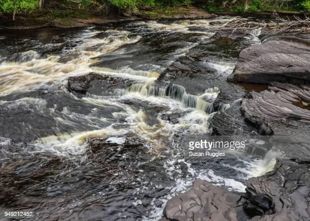 manido falls, presque isle river, porcupine mountains wilderness state park - parque estatal de porcupine mountains wilderness fotografías e imágenes de stock