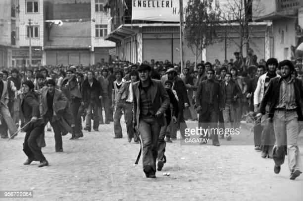 Manifestants lors d'un discours de Bulent Ecevit candidat à l'élection turc le 5 juin 1977 Turquie
