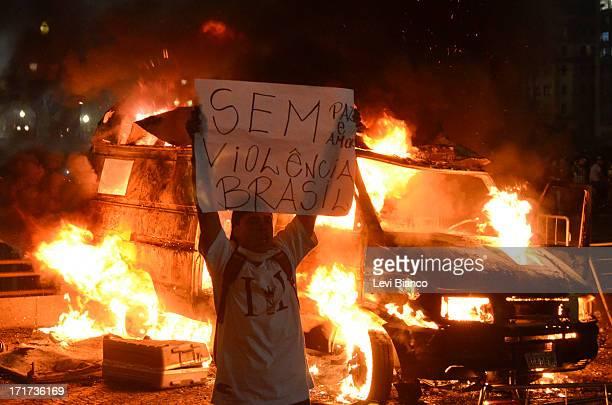 CONTENT] 6ª manifestação organizada pelo Movimento Passe Livre que reivindica a redução da tarifa de ônibus na cidade de São Paulo Durante o ato...