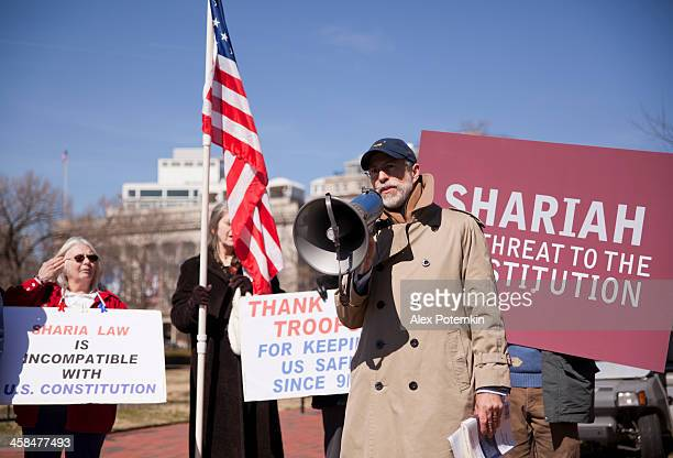 manifestation against shariah law before the white house - sharia stock photos and pictures
