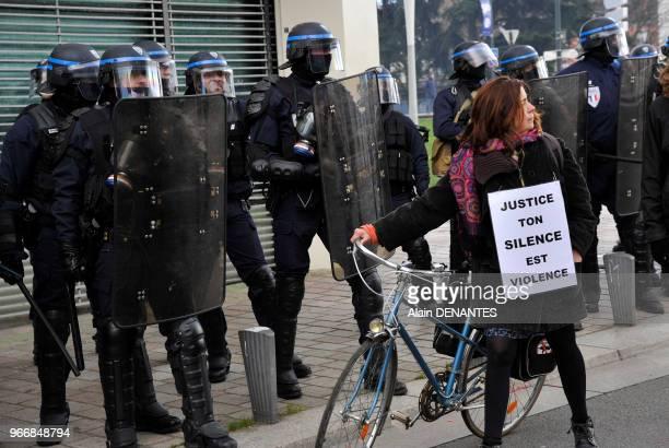 Manifestation contre les violences policieres et pour marquer l'opposition au projet d'aéroport de NotreDamedesLandes le 21 février 2015 à Nantes...