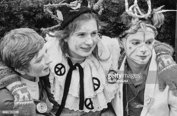 Manifestation de pacifistes pour le désarmement dans les rues de Bonn le 10 octobre 1981 Allemagne