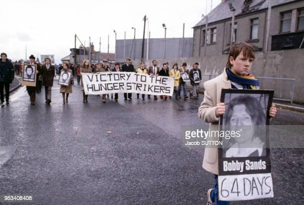 Manifestation de soutien au prisonnier politique Bobby Sands membre de l'IRA en mai 1981 à Belfast en Irlande du Nord
