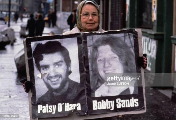 Manifestation de soutien aux grèvistes de la faim Patsy O'Hara et Bobby Sands en mai 1981 à Belfast en Irlande du Nord