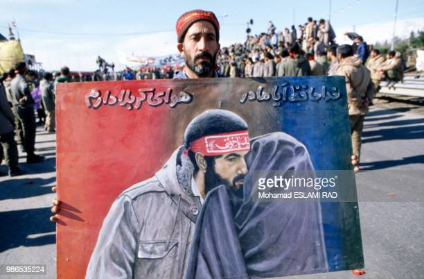 Manifestation des Bassidjis miliciens du régime de Khomeiny le 1er décembre 1986 à Téhéran Iran