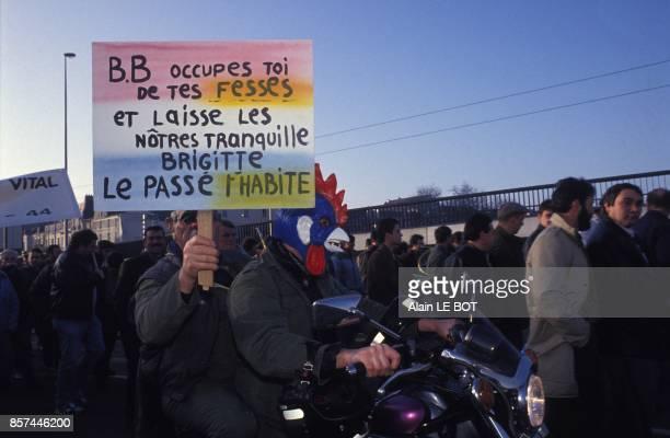Manifestation des chasseurs contre Brigitte Bardot le 16 janvier 1993 a Nantes France