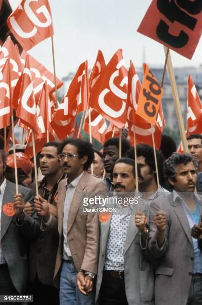 Manifestation des syndicats pendant la grève chez Citroën en 1982 à Aulnay-sous-Bois en France.