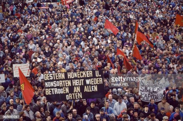 Manifestation à Leipzig contre la crise qui touche l'exRDA après la réunification le 25 mars 1991 Allemagne