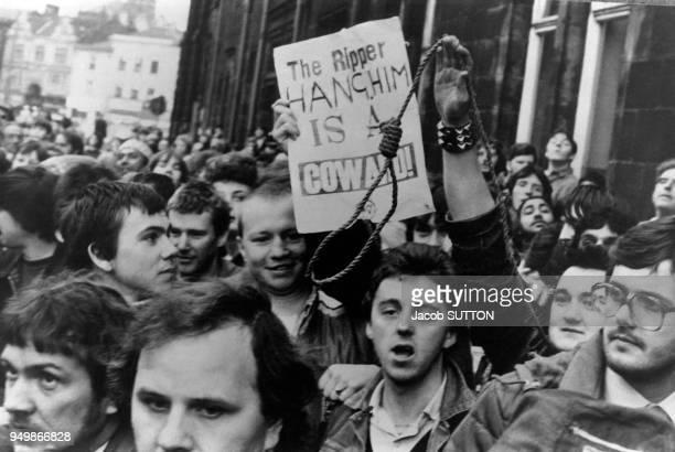 Manifestation lors de l'arrestation de Peter Sutcliffe 'l'éventreur du Yorkshire' le 5 janvier 1981 à Bradford RoyaumeUni