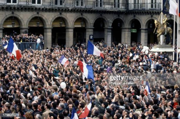 Manifestation of Le Pen and National Front before the statue of Jeanne d'Arc in Paris Manifestation du Front National et lepeniste devant la statue...