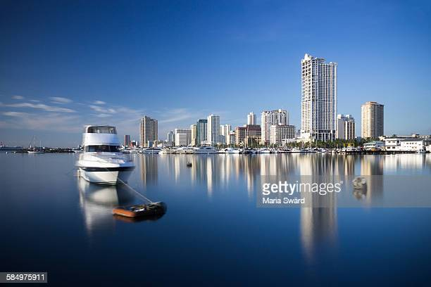 manila bay - daytime long exposure - manila philippines stock pictures, royalty-free photos & images