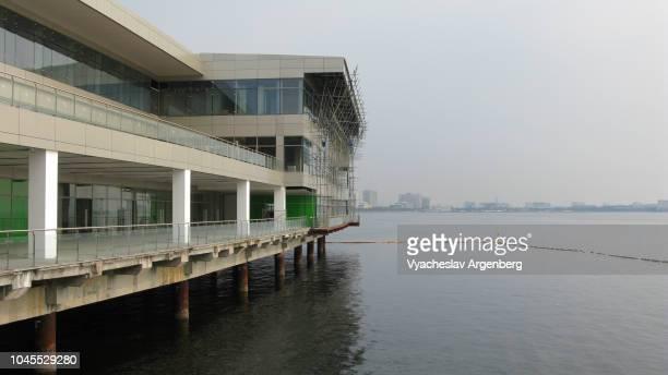 manila ocean park as seen from the sea, manila, philippines - argenberg fotografías e imágenes de stock