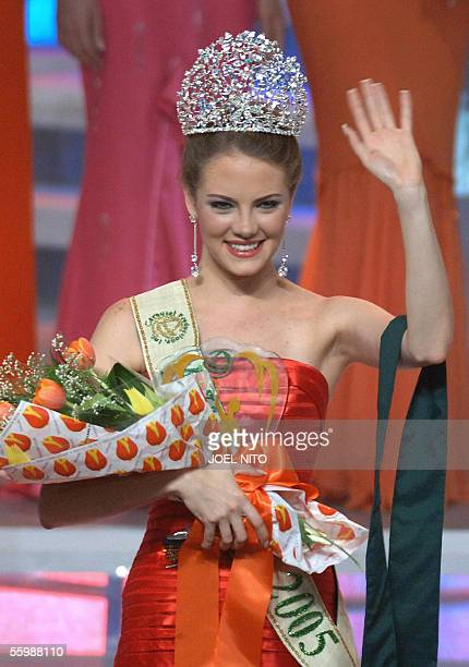 Alexandra Braun Waldeck of Venezuela waves after being crowned Miss Earth 2005 in Manila 23 October 2005The newly crowned Miss Earth will campaign...
