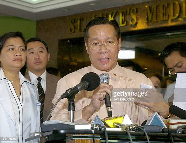 Health Secretary Francisco Duque briefs journalists at the lobby of St Lukes hospital in Quezon City suburban Manila 23 June 2006 where Philippine...