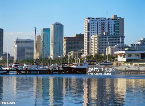manila's harbor along roxas boulevard - グレーターマニラエリア ストックフォトと画像